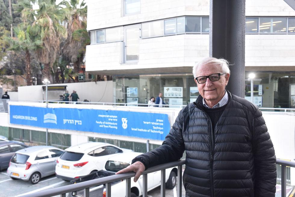 פרופ' שמאי אסיף יצר את שיתוף הפעולה עם חברת ישראמרין המתמחה בבנייה מודולרית במכולות (צילום: שרון צור)