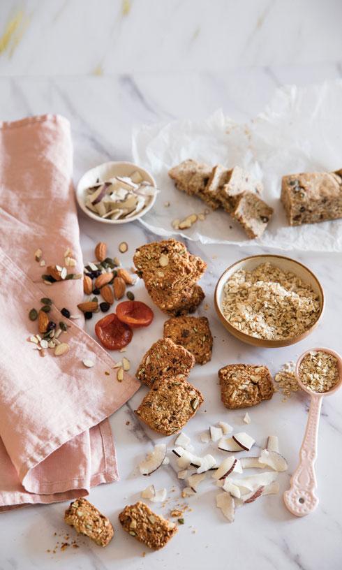 עוגיות גרנולה שוקוצ'יפס טבעוניות (צילום: יוסי סליס, סגנון: נטשה חיימוביץ')