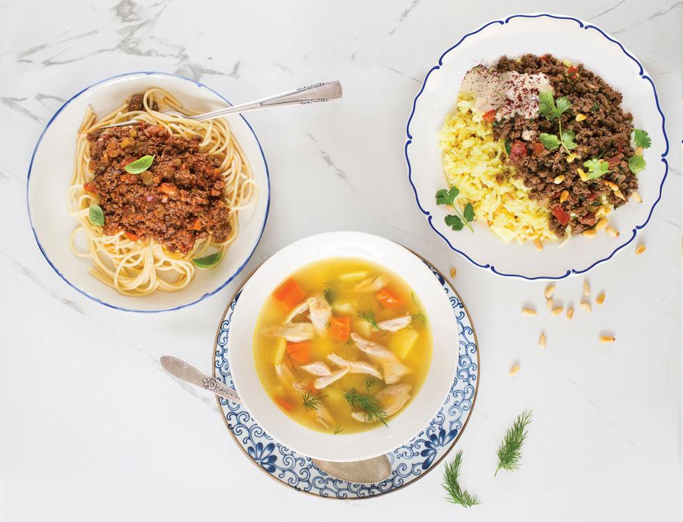 מימין: תבשיל בקר טלה, מרק עוף ורוטב בולונז (צילום: שרית גפן)