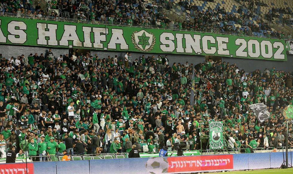 מאמינים בסיכוי למהלך. אוהדי מכבי חיפה (צילום: אלעד גרשגורן) (צילום: אלעד גרשגורן)