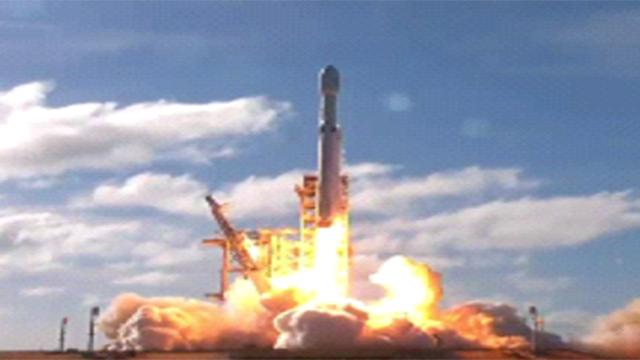 השיגור ההיסטורי לחלל ()