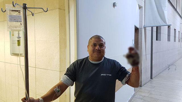 המאבטח שנפצע הובא לטיפול בבית החולים ()