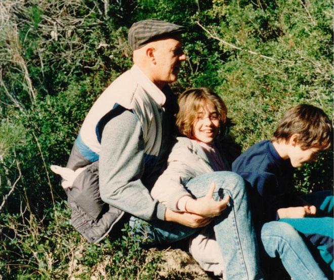 """עם אביה חיים ואחיה יותם. """"כל טיול היה מסתיים בפיקניק"""" (צילום: אלבום פרטי)"""