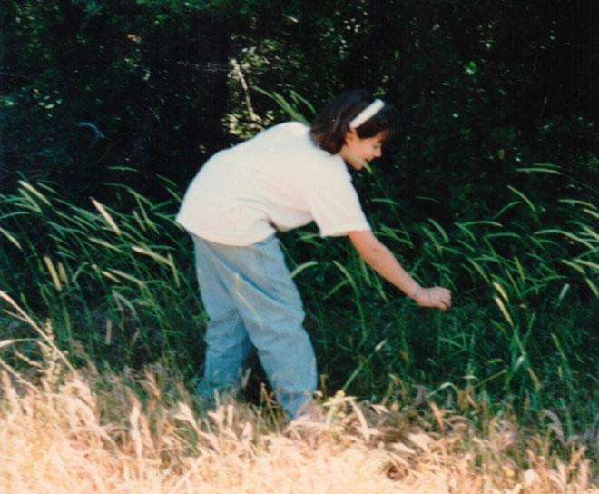 """תמונת ילדות בחיק הטבע. """"היינו מטיילים המון בכרמל"""" (צילום: אלבום פרטי)"""