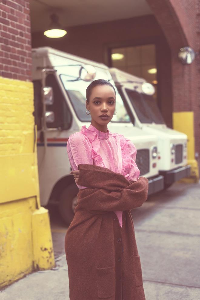 חולצה, H&M; קרדיגן, ג'יי קרו (צילום: אביב אברמוב)
