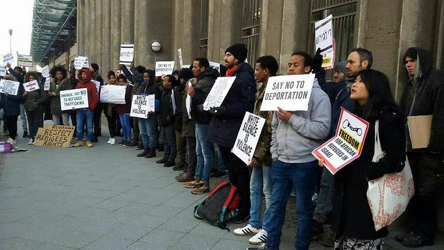 Protest against expulsion (Photo: Shahar Shoham)