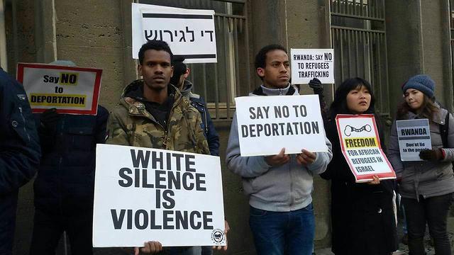 Демонстрация у посольства Руанды в Герцлии. Фото: Шахар Шоам (Photo: Shahar Shoham)