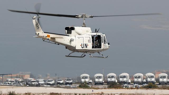 """מסוק או""""ם מסייר בגבול (צילום: AP) (צילום: AP)"""