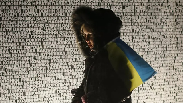 A young girl, draped in the Ukrainian flag, opposite a Holodomor memorial. Hasson's bill sought to recognize the deaths of millions of Ukrainians as genocide (Photo: Reuters)