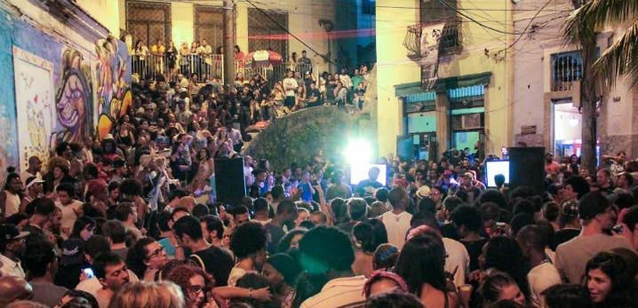 קרנבל לילי: מסיבת הרחוב בשכונת פדרה דו סאל (צילום: גלעד שריקי)
