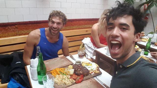 ארוחה ארגנטינאית טיפוסית (צילום: סער יעקובוביץ) (צילום: סער יעקובוביץ)