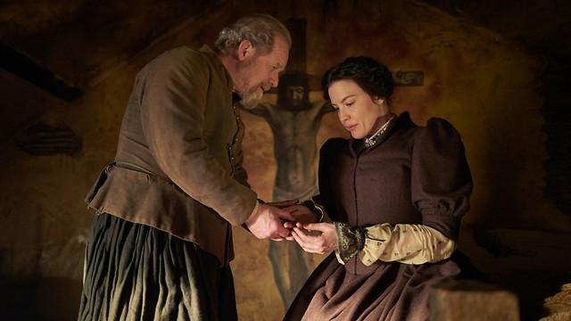 ליב טיילר בתפקיד גבירה מיוסרת (צילום: Robert Viglasky, באדיבות yes) (צילום: Robert Viglasky, באדיבות yes)