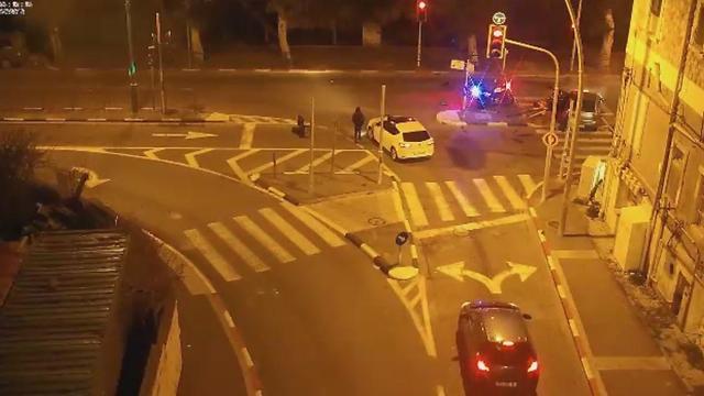 """הרכב הפוגע נעצר באי תנועה ונהגו נמלט (צילום: מחלקת הביטחון, בית החולים רמב""""ם)"""