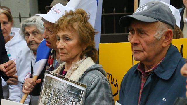 הפגנה של ניצולי שואה נגד מדיניותה של פולין (צילום: מוטי קמחי) (צילום: מוטי קמחי)