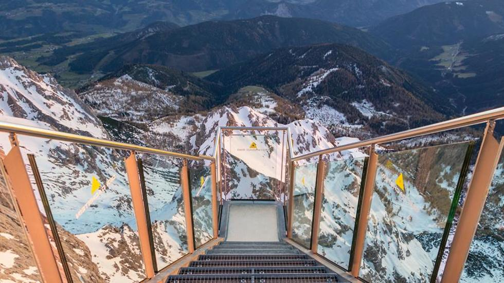 ויש גם ימים יפים (צילום מתוך הפייסבוק של Dachsteingletscher Schladming) (צילום מתוך הפייסבוק של Dachsteingletscher Schladming)