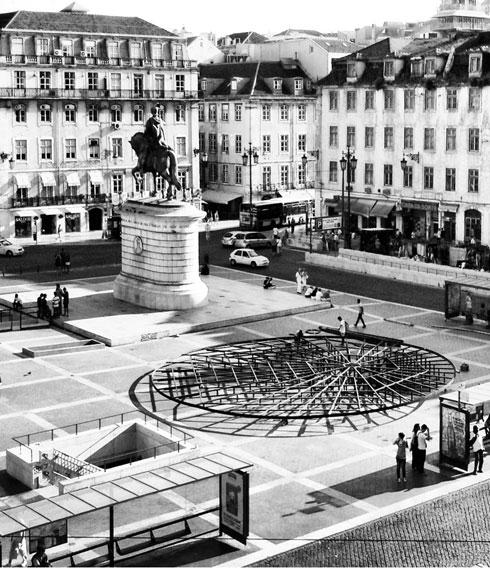 """""""הבמה האזרחית"""". פלטפורמה לדיון ציבורי בכיכר העיר  (עיצוב: Frida Escobedo, צילום: Frida Escobedo, Catarina Botello)"""