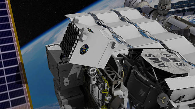 """טווח שגיאה של כמה קילומטרים. מרכיב של מערכת הניווט מותקן מחוץ לתחנת החלל הבינלאומית (צילום: נאס""""א) (צילום: נאס"""