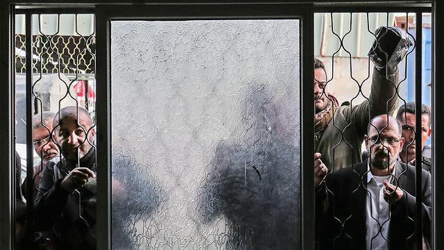 צפיפות במעבר רפיח (צילום: AFP)