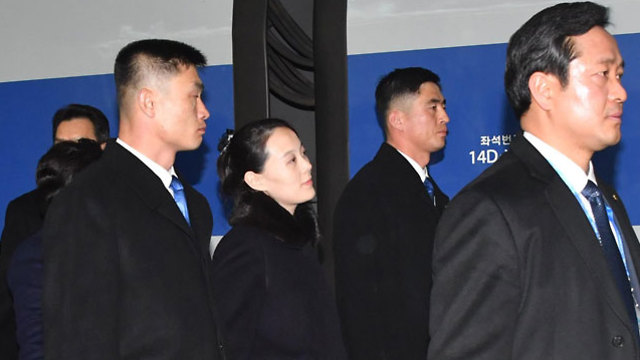 קים יו ג'ונג עם נחיתתה בדרום קוריאה (צילום: AFP)