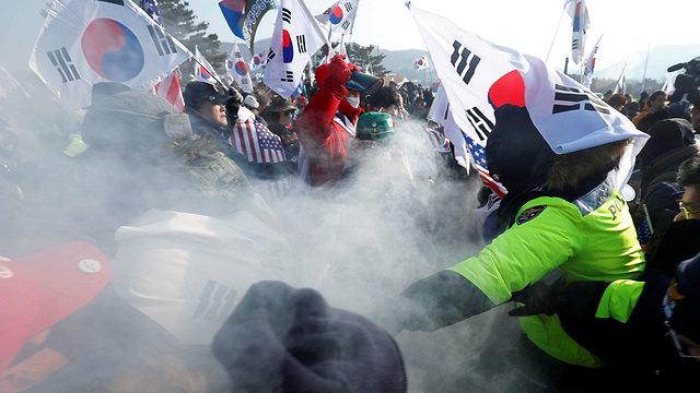 הפגנה נגד איחוד המשלחת עם צפון קוריאה (צילום: רויטרס)