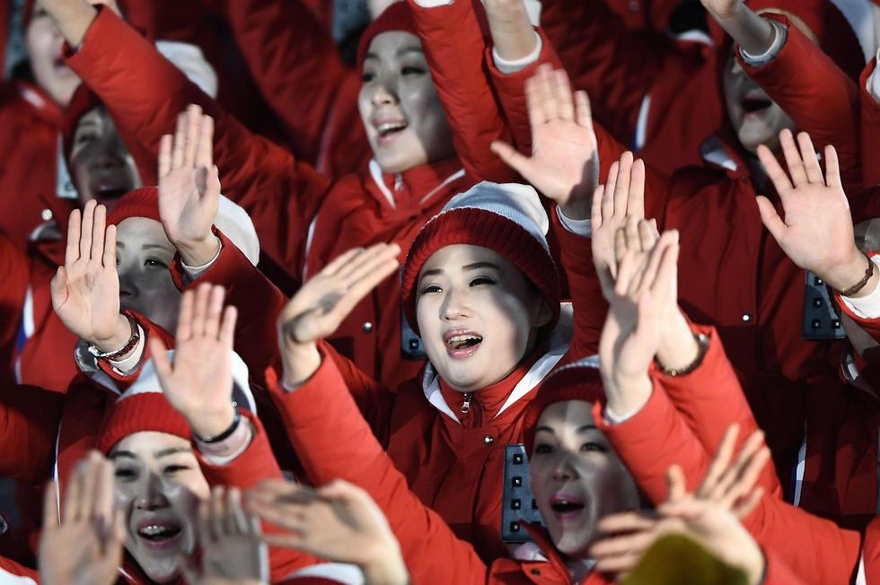 אוהדים צפון קוריאנים (צילום: AFP) (צילום: AFP)