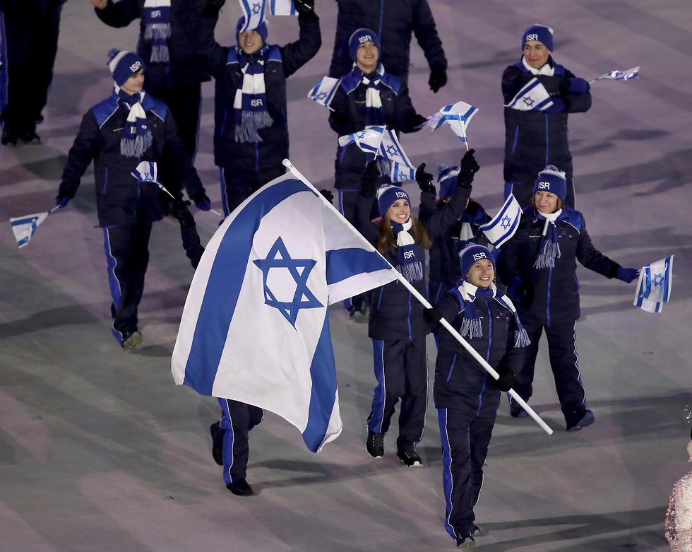 המשלחת הישראלית באצטדיון (צילום: AP) (צילום: AP)