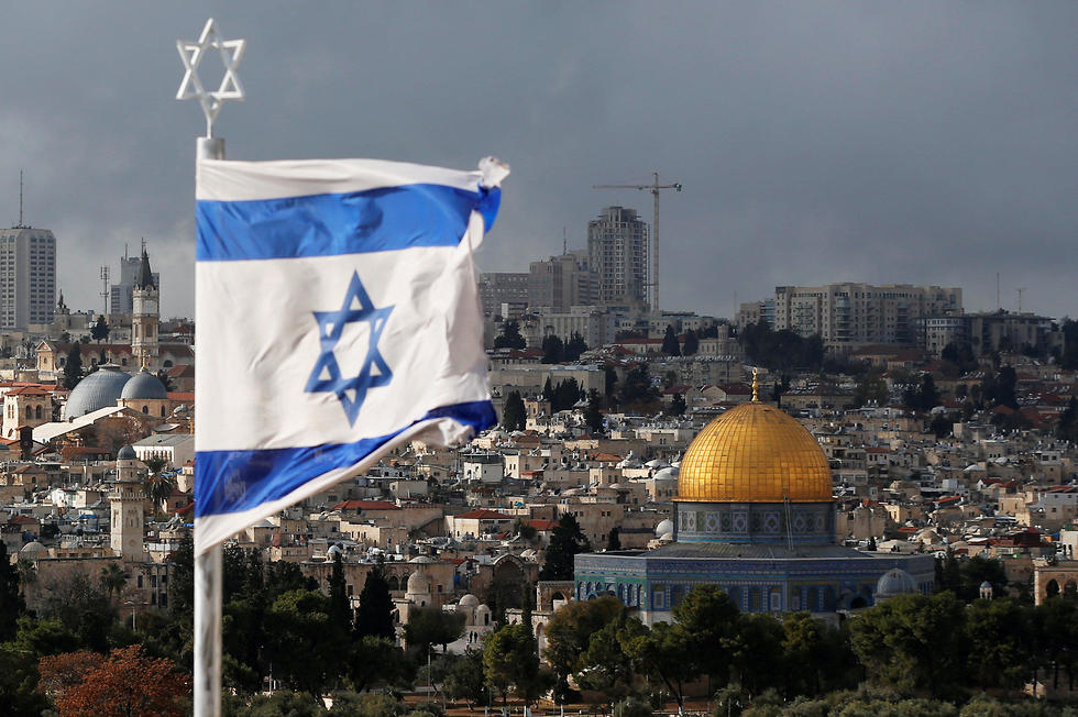 Israeli flag near the Dome of the Rock (Photo: Reuters)