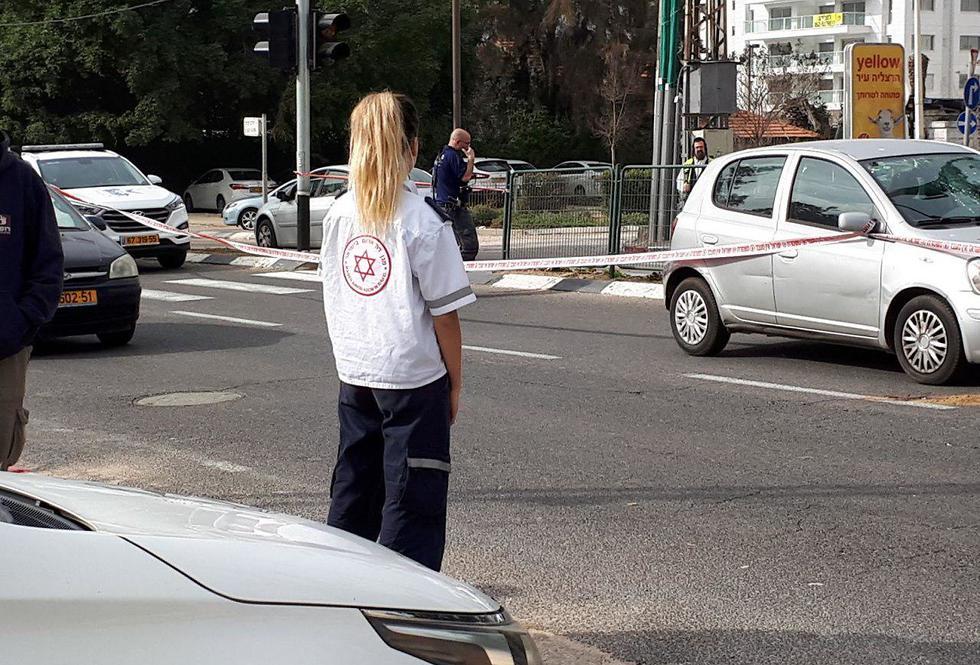 """זירת התאונה בהרצליה, היום (צילום: תיעוד מבצעי מד""""א) (צילום: תיעוד מבצעי מד"""