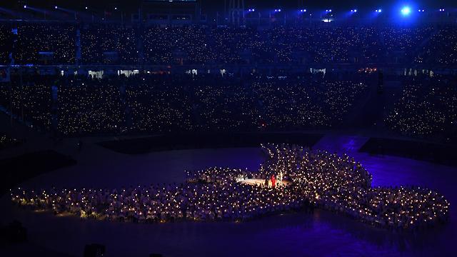 אווירת שלום חמימה. יונת השלום בטקס פתיחת אולימפיאדת החורף (צילום: gettyimages)