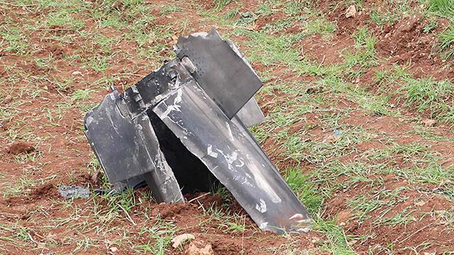 נפל של אחד הטילים הסוריים שנפל בלבנון (צילום: AFP) (צילום: AFP)