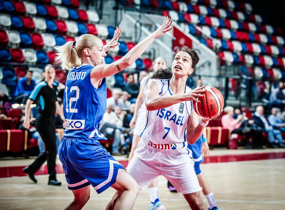 אלישה קלארק בפעולה (צילום: עודד קרני, איגוד הכדורסל)