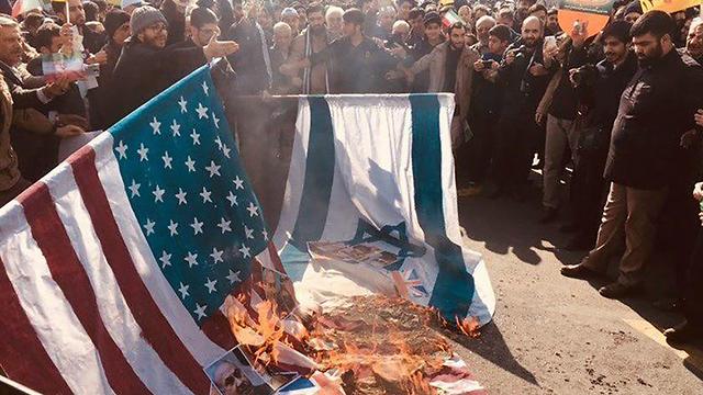 """נוהל קבוע בעצרות באיראן של שריפת דגלי ישראל וארה""""ב"""