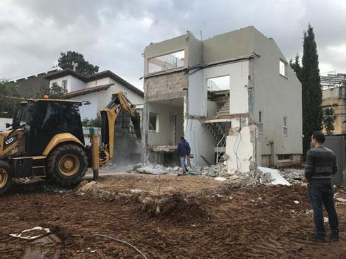 חלקים נרחבים מהבית המקורי נהרסו (צילום: סטודיו טל גולדשמיט פיש)