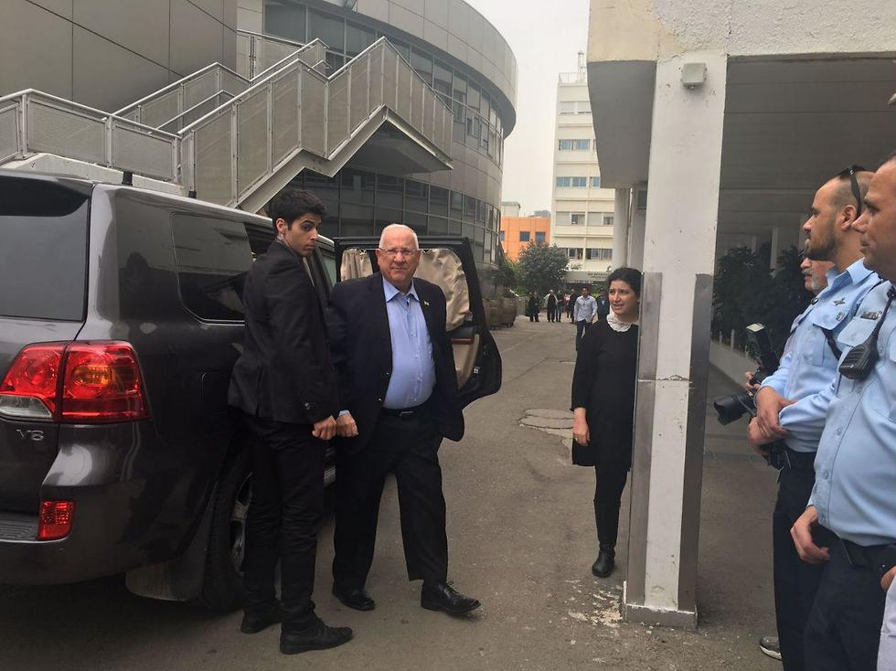 """הנשיא ריבלין מגיע לרמב""""ם לבקר את הטייסים הפצועים"""