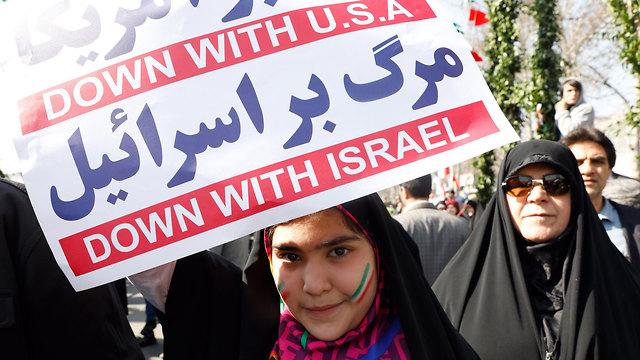"""""""Долой США, долой Израиль!"""" Лозунги на демонстрации в Тегеране. Фото: EPA"""