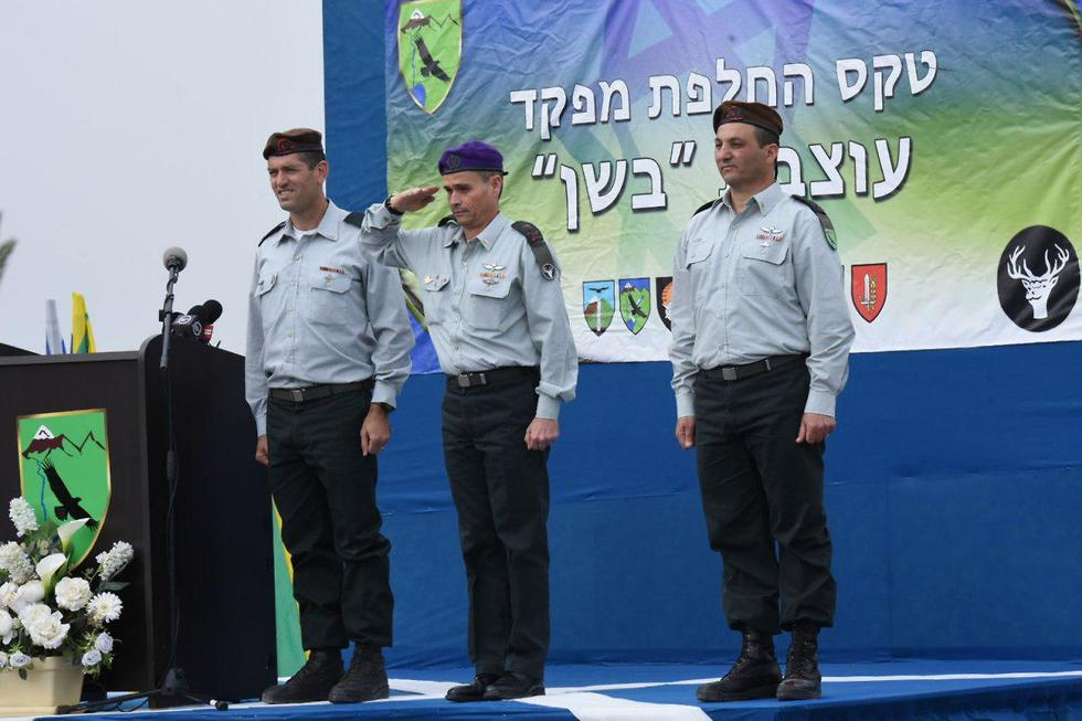 Strick, in the middle, during the ceremony (Photo: Avihu Shapira)