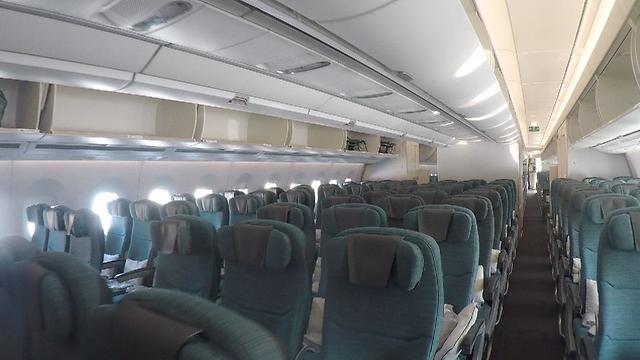 פנים המטוס של קתאי ומחלקת התיירים (צילום: אסף קוזין) (צילום: אסף קוזין)