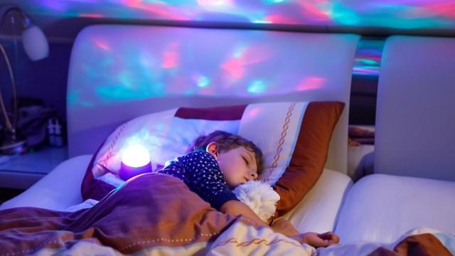 מתחיל כשעה וחצי לאחר ההירדמות. שלב שנת החלום (צילום: shutterstock) (צילום: shutterstock)