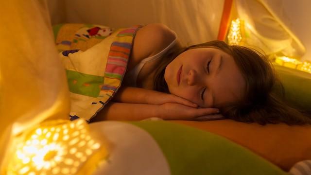 שינה מספקת ואיכותית היא קריטית למצב הרוח של הילדים (צילום: shutterstock) (צילום: shutterstock)
