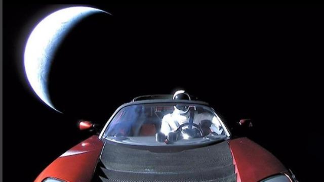 התמונה האחרונה של המכונית והבובה
