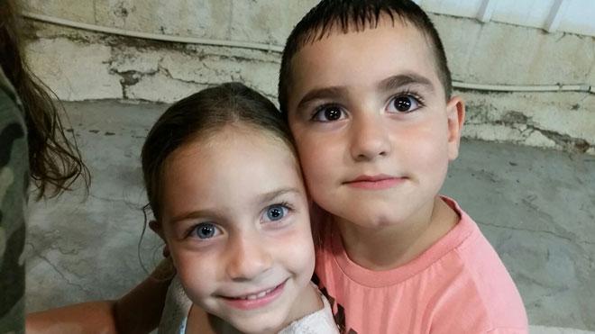 """התאומים של שירן: משה ופריאל: """"נהנית מהעובדה שלא מתבלבלים ביניהם ושאין השוואות"""" (צילום: שירן חמאל ובנימין חמאל)"""