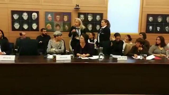 חברת הכנסת זועבי בדיון הסוער בוועדת החינוך ()