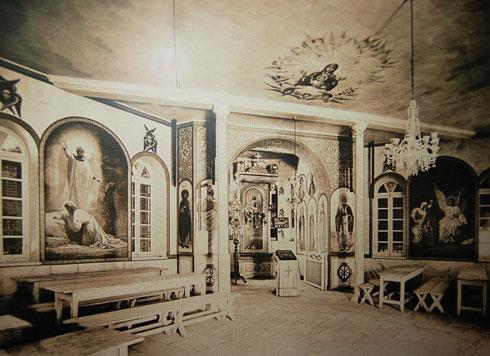 אולם התפילה בחצר סרגיי. ציורי הקיר המקוריים נשתמרו  (צילום: באדיבות פאבל פלטונוב)