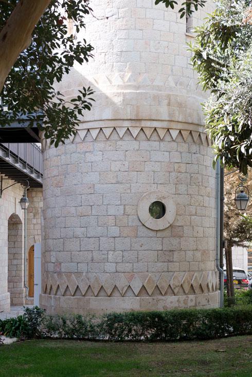 במגדלים יש חדרי שירותים (צילום: גדעון לוין)