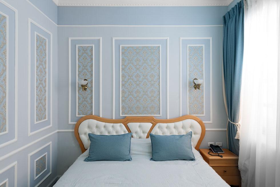 חדרי המלון המחודש, שעוצבו על ידי מעצבים רוסים, שומרים על האווירה ההיסטורית-אריסטוקרטית של המקום מבלי לוותר על חידושים מודרניים נדרשים. לילה לזוג עולה בין 200 דולר בחדר, ל-600 דולר בסוויטה הגדולה    (צילום: גדעון לוין)