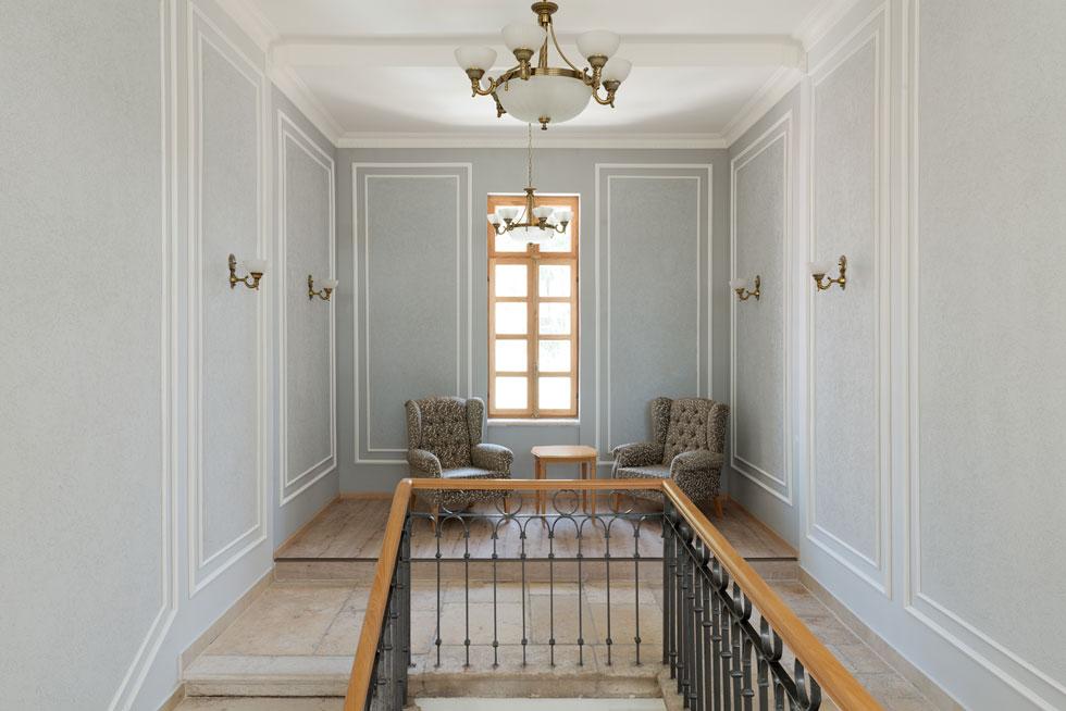 במקור היו במתחם כמה סוגי חדרים - ממפוארים שרוהטו במיטב הרהיטים, השטיחים והוילונות, כולל תמונות של אנשי אצולה ודת, ועד חדרים לדלי אמצעים שהיו מסוידים בלבן ומרוהטים במינימום הנדרש  (צילום: גדעון לוין)