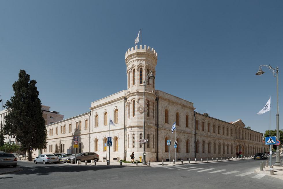 חצר סרגיי הוקמה לפני 125 שנים, כמלון לצליינים רוסים אריסטוקרטים. כיום, לאחר שיפוץ משמר, היא נקראת Sergei Palace Hotel, ובראש המגדל הגבוה חזר להתנוסס דגלה של האגודה הקיסרית המייסדת  (צילום: גדעון לוין)