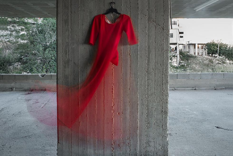 לבוש מסורתי או אדום מודרני? צילום: אמירה זיאן (מאת אמירה זיאן) (מאת אמירה זיאן)