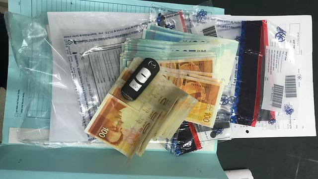 גם כסף מזומן נתפס (צילום: דוברות המשטרה) (צילום: דוברות המשטרה)
