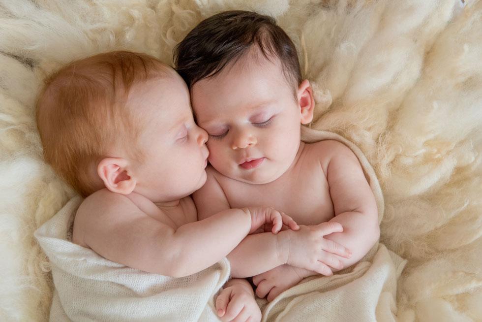 """התאומות של רבקה: מיכל ורינה: """"לא מתקיימת השוואה תמידית ביניהן"""" (צילום: צילומי ניובורן אנדה יואל)"""